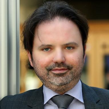 Dhr. Julien Compère